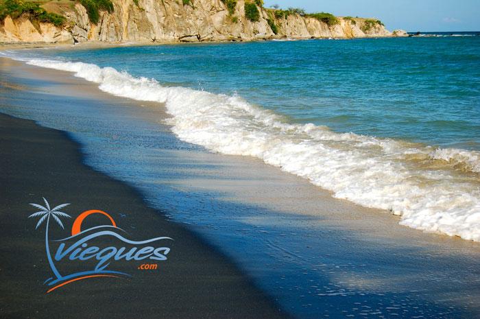 puerto-rico-beaches-black-sand-vieques-island-8